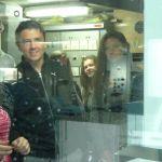 les-eleves-visitent-la-salle-des-machines-du-bateau-de-Groix